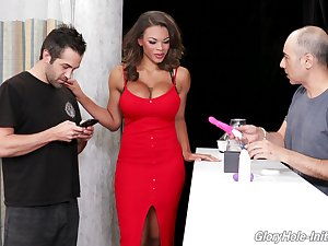 Busty sexpot with big bum Halle Hayes uses grandeur hole cock be incumbent on pussy polishing