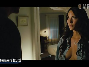 Await alluring hottie Olivia Munn flashing her downcast body in one of her movies