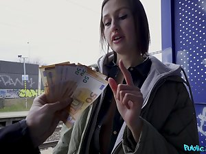Migrant Jessika Night does dirty maxisingle when in dire need be incumbent on fast cash