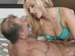 Mechanical fucking between an older guy and MILF Brittany Bardot